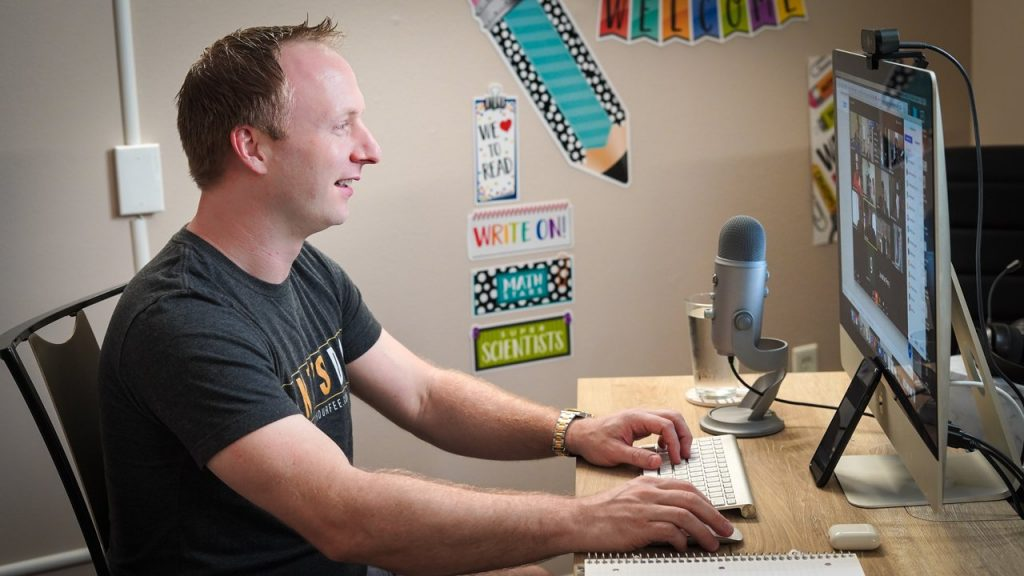 7 Inspirational UX Podcasts To Get You On Your A Game